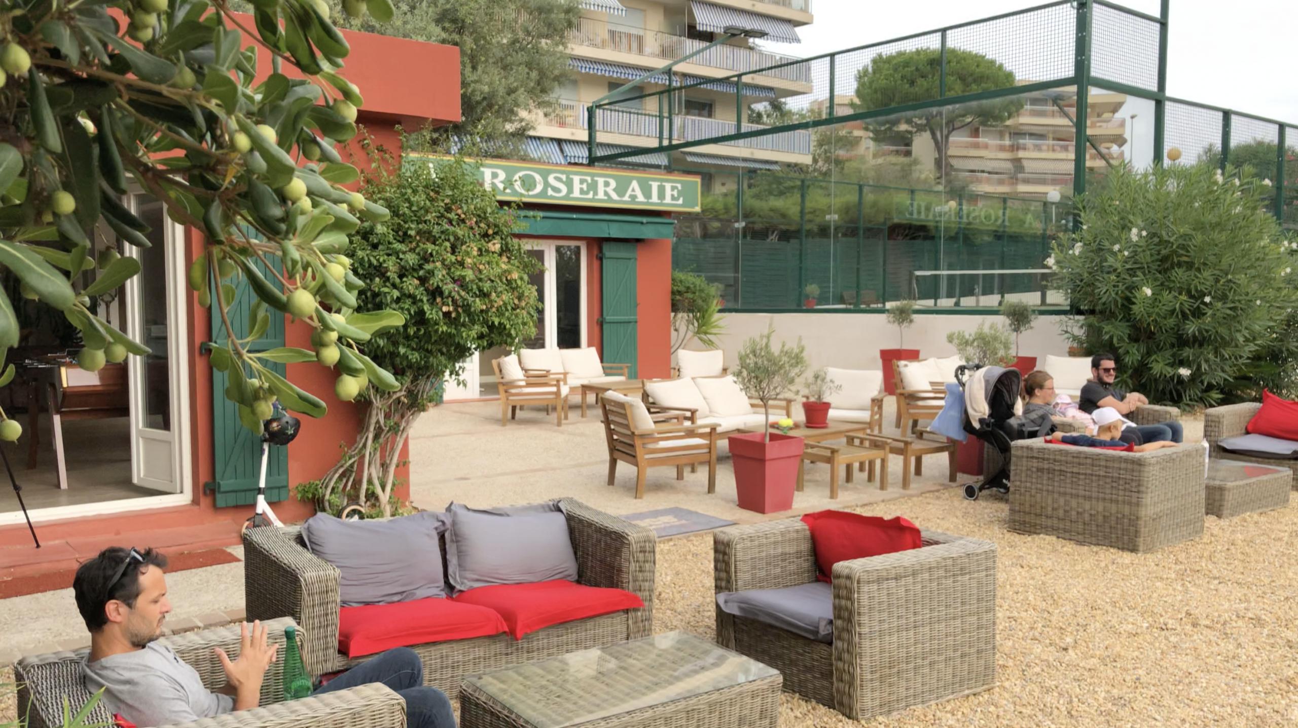 Court tennis club La Roseraie - Espace détente